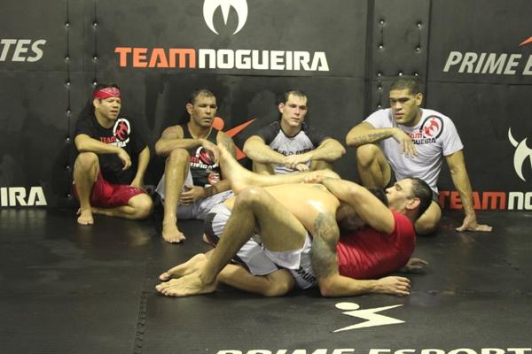 Roger Gracie, Rodrigo Minotauro & cia em treino na Team Nogueira