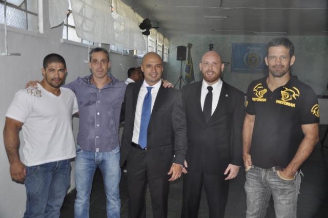 Rousimar Toquinho e Murilo Bustamante foram conferir o projeto de Jiu Jitsu para ressocializacao dos detentos no Rio