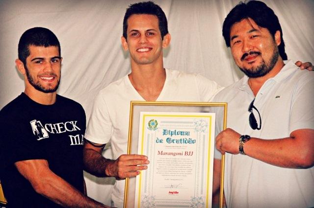 Gabriel e Rafael Marangoni recebem homengem do Deputado Federal, Junji Abe. Foto: Divulgação.