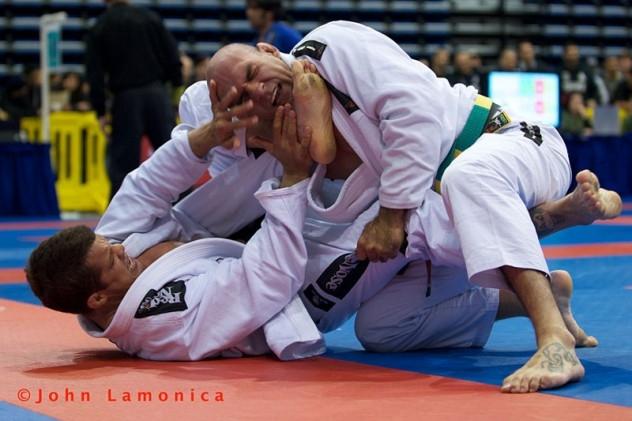 Gogoplata, uma das finalizações marcantes do Jiu-Jitsu. Foto: John Lamônica