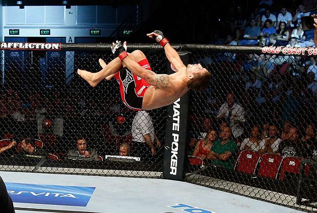 As fotos dos nocautes, vitórias e acrobacias do UFC on FX 6, na Austrália
