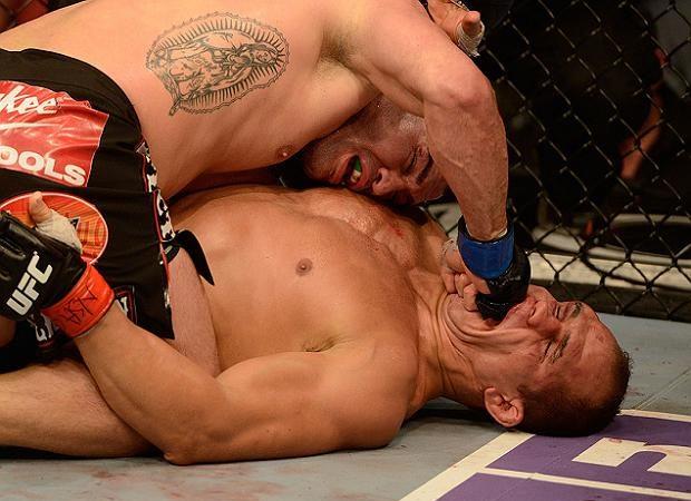 Confira as imagens do revés de Junior Cigano e muito mais do UFC 155