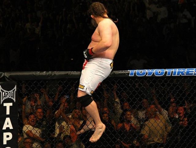 Roy Nelson comemora mais uma no Octagon no UFC 146 Foto: Zuffa