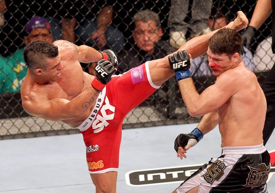 Vitor Belfort solta uma paulada de esquerda abrindo caminho para a vitória. Foto:UFC/Divulgação
