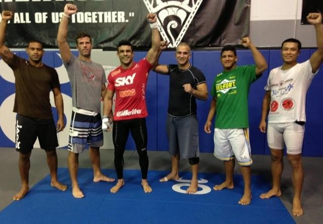 Belfort ergue o braco no ultimo treino na Florida para o UFC Sao Paulo Foto GRACIEMAG