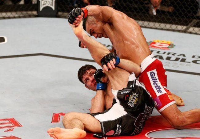 Após chute alto devastador, Belfort parte pra cima e fecha a luta. Foto: UFC/Facebook