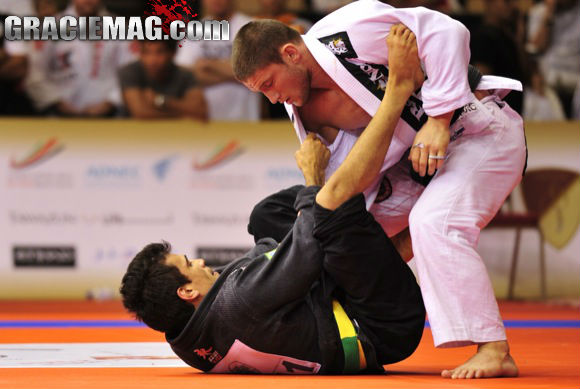 Ataque duplo no Jiu-Jitsu! Finte a raspagem e finalize no pé