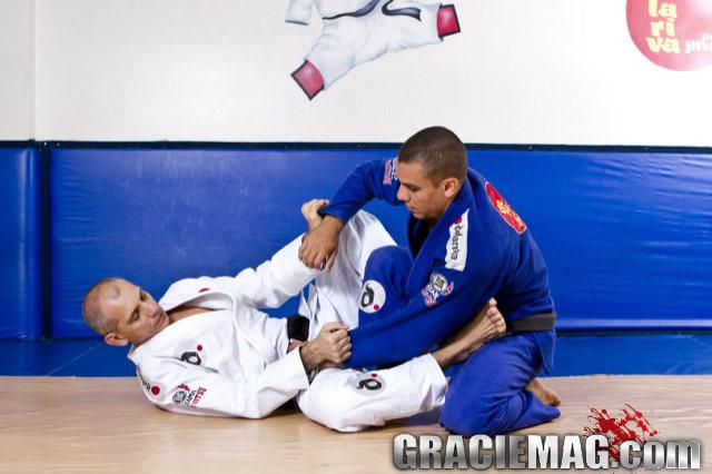 Como pegar a faixa-azul de Jiu-Jitsu, com o professor Ricardo De La Riva