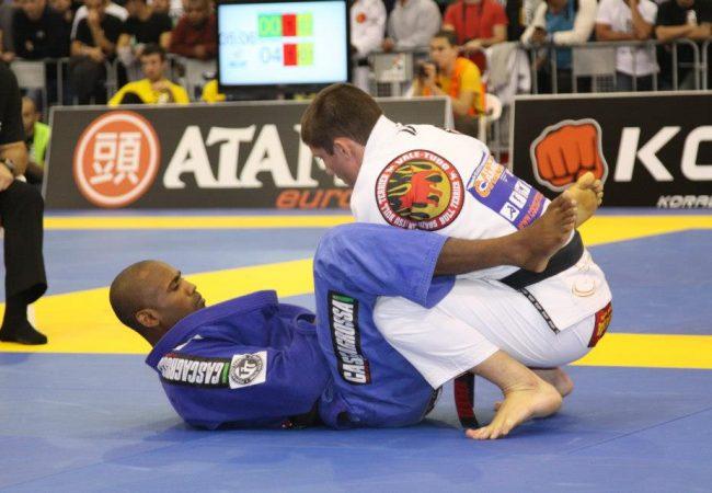 A posição que consagrou o lutador Fernando Tererê no Jiu-Jitsu