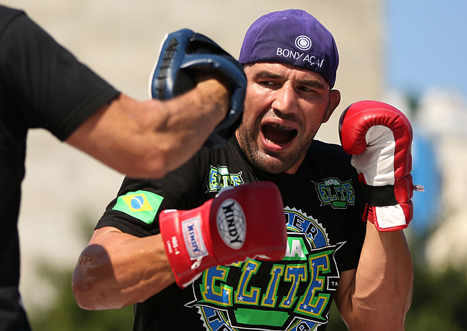 Glover Teixeira treina forte para luta com Rampage. Foto: Josh Hedges/Zuffa LCC via Getty Images