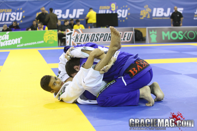 Horlando Monteiro sets the gold medal triangle at the blue belt absolute final