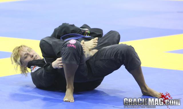 Hanna Tibbling gets ready to choke Mille PEtersen for the blue belt open class gold