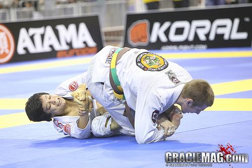 Veja a batalha dupla de Keenan Cornelius contra os irmãos Miyao no Europeu 2013