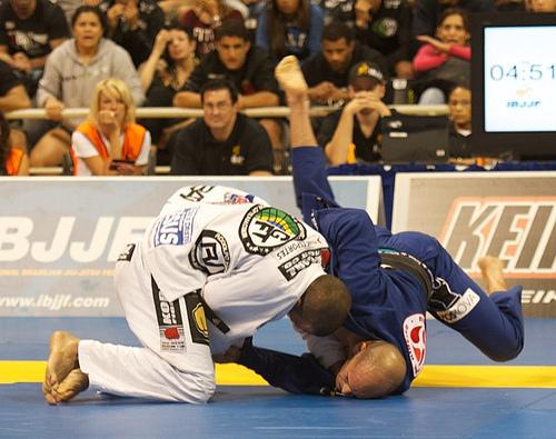 Rodolfo Vieira derruba Xande na final dos pesados, no Mundial 2012. Foto: John Lamonica