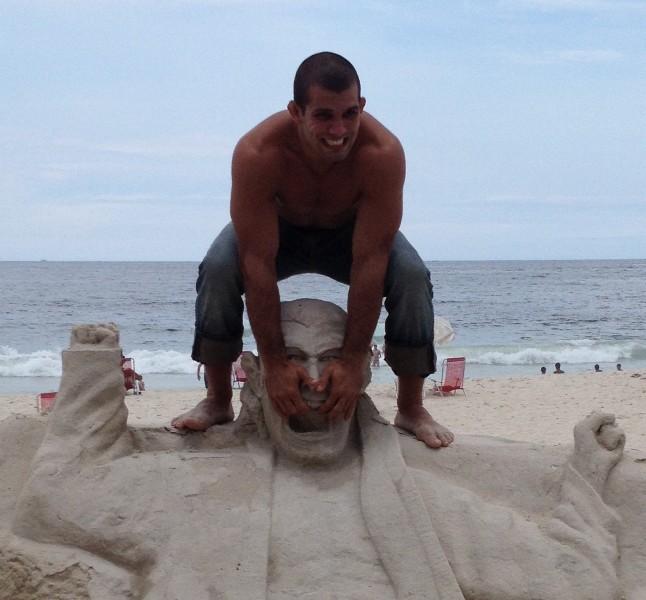 Rodolfo Vieira e sua estatua em Copacabana