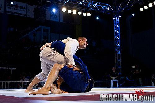 Anule a meia-guarda profunda e pegue as costas no Jiu-Jitsu