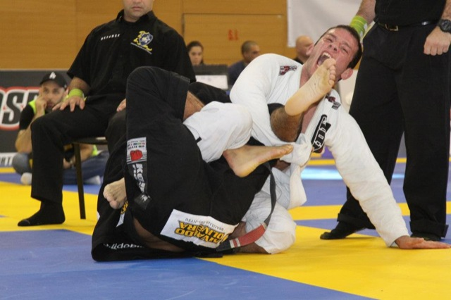Veja o estrangulamento de Rodrigo Fajardo no Sul-Americano de Jiu-Jitsu