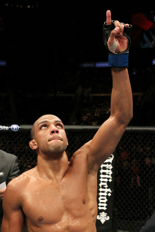 """Edson agradece """"O Cara lá de cima"""". Foto: UFC/Divulgação"""