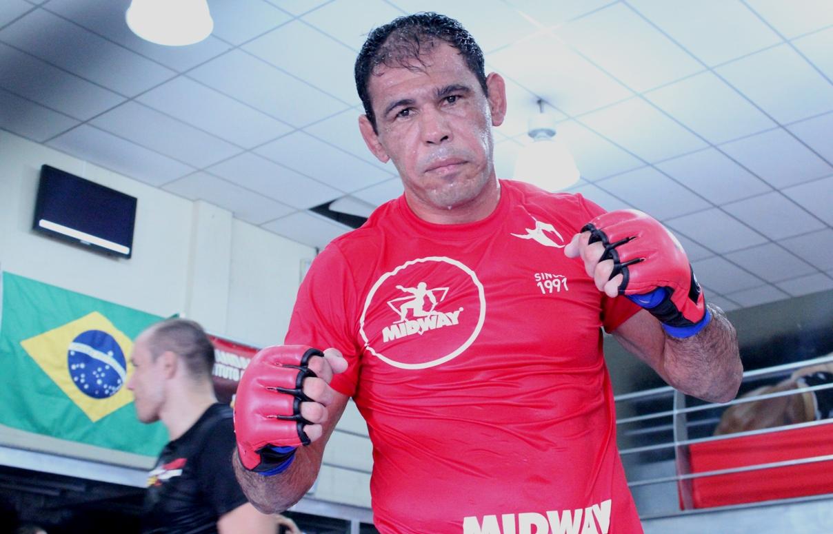 Rogério Minotouro em treino na Team Nogueira. Foto: Carlos Arthur Jr.