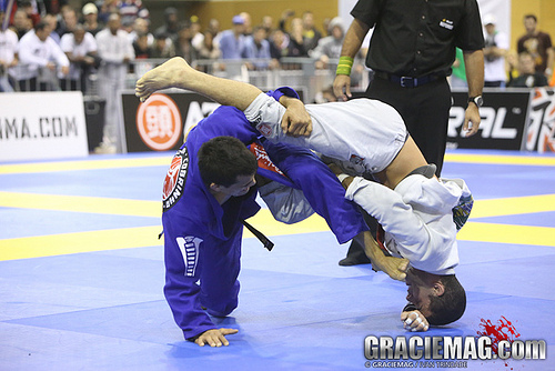 5 tricks to sharpen your guard passing in Jiu-Jitsu with Augusto Tanquinho