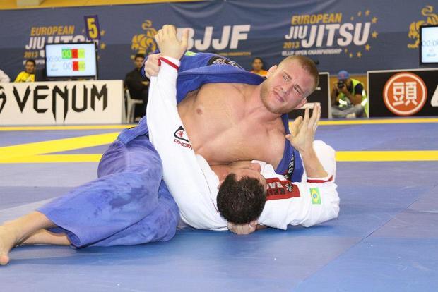 Vídeo: Aprenda esta alternativa para finalizar do cem-quilos no Jiu-Jitsu