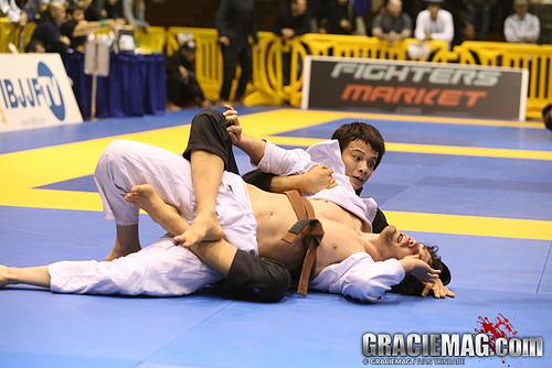 Brasileiro 2013: veja a final do absoluto marrom entre Paulo Miyao e AJ Agazarm