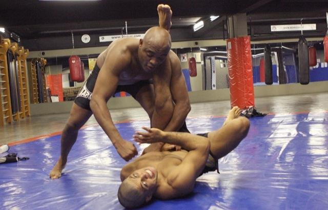 Andre Galvao treina e faz pose com Anderson Silva nos tempos de Rio de Janeiro Foto Arquivo Pessoal