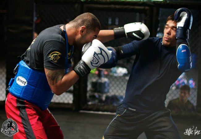 Raphael como sparring de Lyoto em treino na Blackhouse. Foto: Mike Lee/Blackhouse