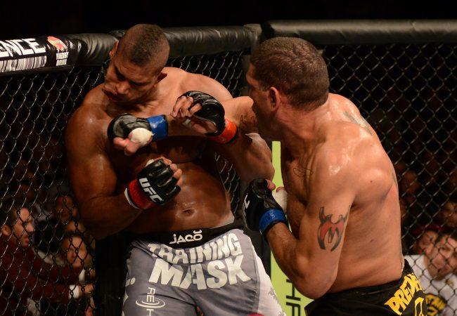 Antônio Pezão no momento do soco que abriu o nocaute. Foto: UFC/Divulgação