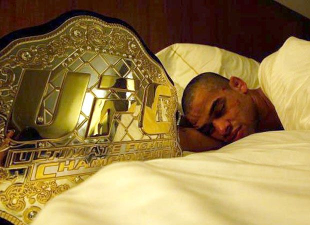 Vídeo: Conheça a história de vida de Renan Barão, campeão do UFC