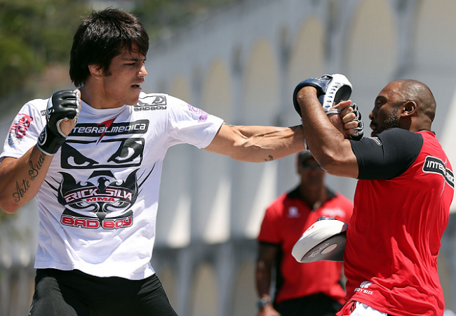 Erick Silva analisa disputa contra wrestler John Hathaway
