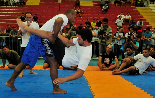 See the Seminar Taught by UFC Aces in Manaus