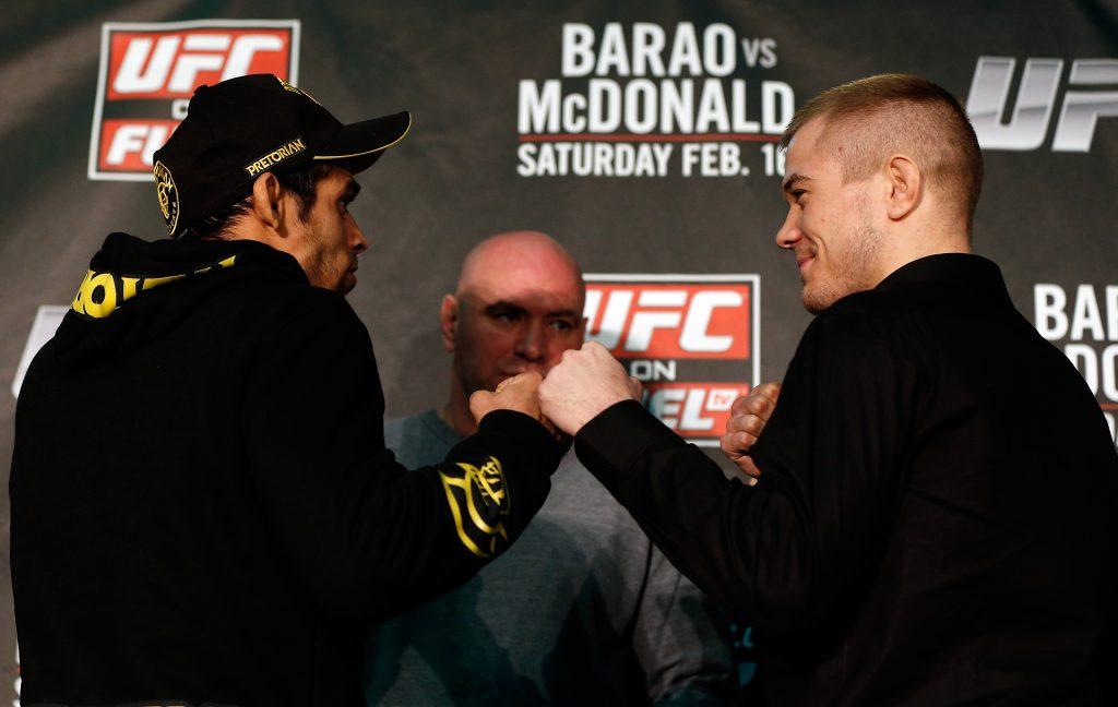 Renan Barão de frente com Michael McDonald. Foto: UFC/Divulgação