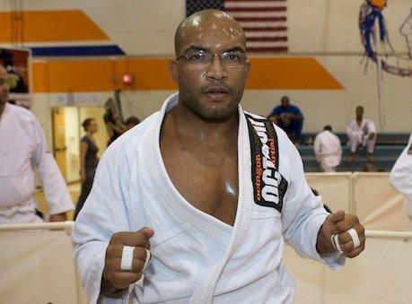 "Bruno Bastos Fights at Houston Open in ""Off-Season"" Shape, Slams Pan Antidoping"