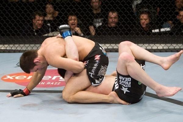 Demian Maia temperando seu triângulo em Chael Sonnen. Foto: UFC/Divulgação