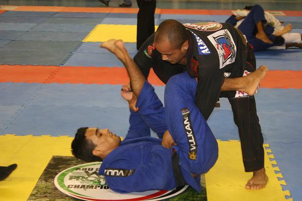 Gilson Neném comenta vitória em cima de Isaque e ida para Abu Dhabi