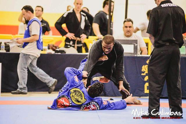 Kaue Damasceno (de kimono preto) foi o dono da marrom no Houston Open. Foto: Mike Calimbas/Divulgação