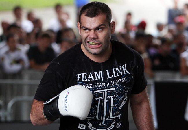 Shane Del Rosario se lesiona e Gabriel Napão assume luta no UFC 162