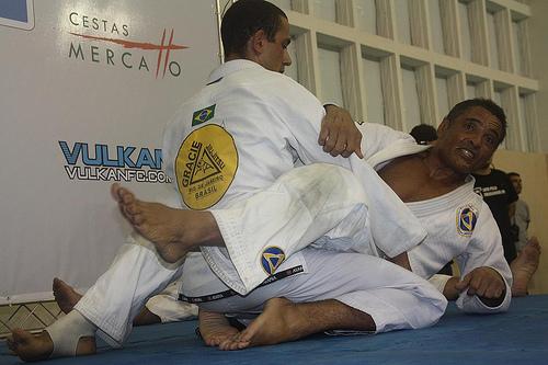 Veja este vídeo de Rickson Gracie com Fabio Gurgel antes de treinar Jiu-Jitsu hoje
