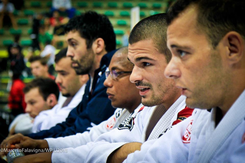 Expectadores e atletas de olhos vidrados em tudo que acontece na Seletiva de Gramado. Foto: Marcelo Flavigna