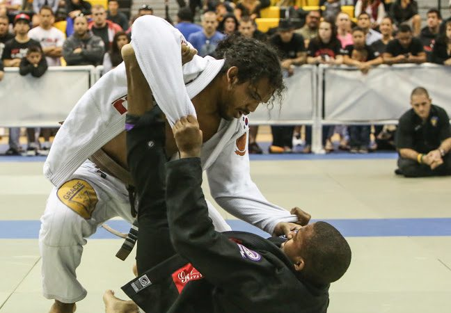 Guarda aberta, porém mortal: afie e amole a raspagem tesoura no Jiu-Jitsu