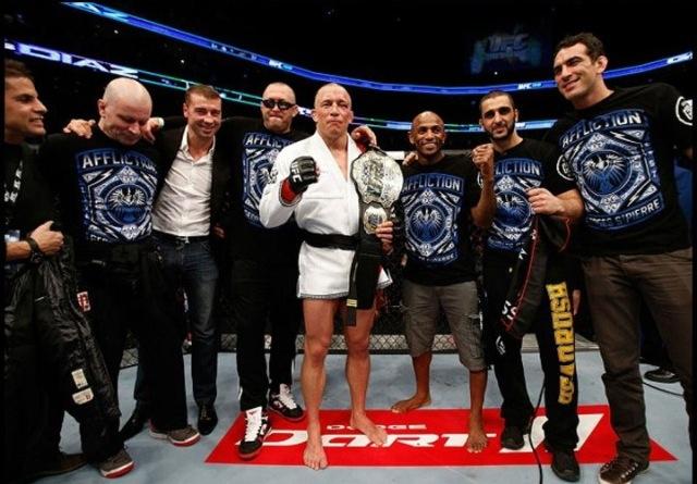 GSP Braulio e equipe no octagon do UFC 158
