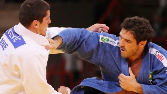Aposentado do judô, Léo Leite estreia no boxe com vitória e flerta com MMA
