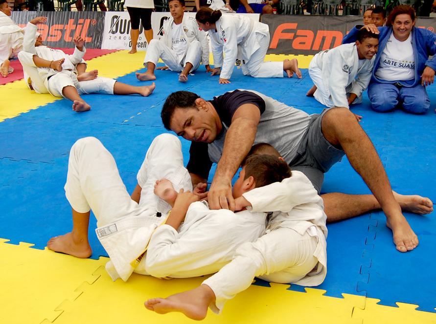 Rodrigo Minotauro dá dicas para a criançada. Foto:Divulgação