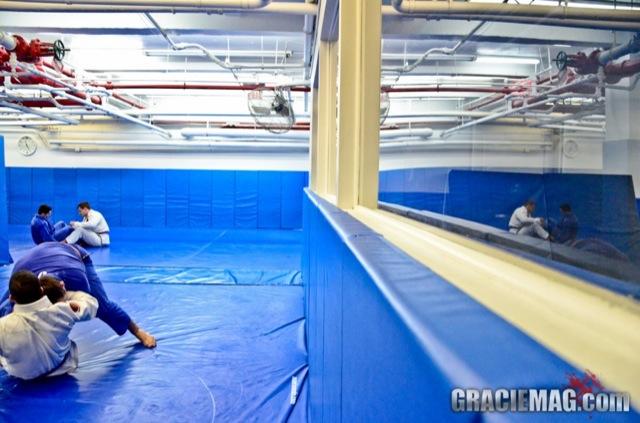 Os tatames azuis na academia Renzo Gracie em NY