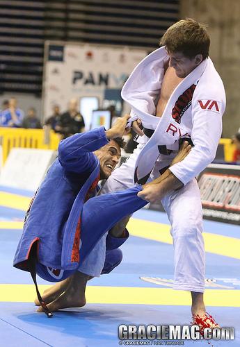 Rafael Mendes faz postura em luta contra Rubens Cobrinha. Foto: Ivan Trindade/ GracieMag