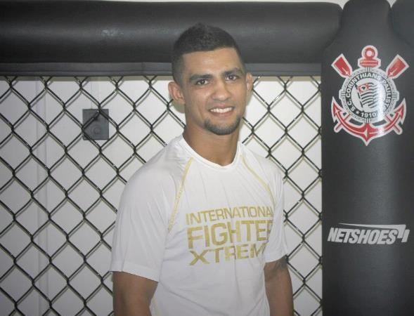 O Ronaldo do Corinthians que vence no Jiu-Jitsu e agora no MMA