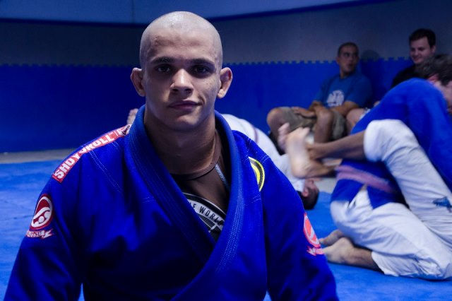 Faixa-marrom carioca quer surpreender Ben Henderson no Pan 2013