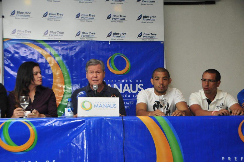 Arthur Virgílio ao lado de Aldo e dos secretários da cidade. Foto: Divulgação