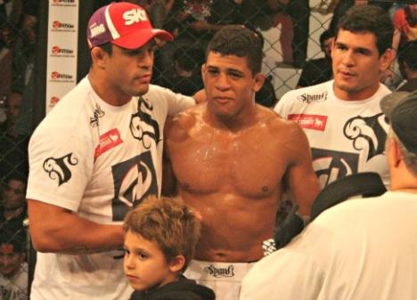 Durinho com Vitor Belfort e Cezar Mutante no córner. Foto: Leonardo Fabri